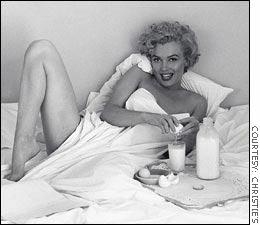 http://money.cnn.com/2003/07/22/pf/saving/playboy/DeDienes_Marilyn_story.jpg
